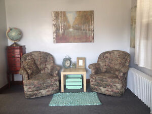 One Bedroom Available Sept 1- Quiet Apartment-Female Tenant Only