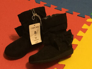 brand new girls winter boots(size 7,8,11)