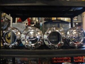 FOR SALE:  SET OF FORD 4 X 4 WHEEL CENTRE HUBS