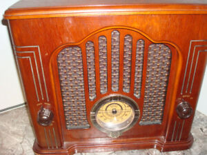 Vintage 1970s GE Classic Radio model 7-4135 with Cassette Player
