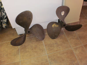 2  PROPELLERS  Bronze 3 Blade Left a.Right reconditioned