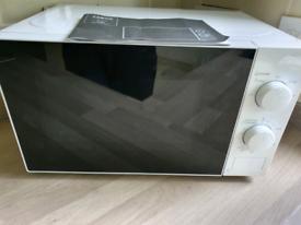Boxed Tesco basics microwave 700w