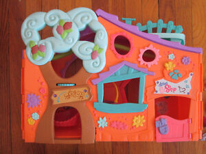 The Littlest Pet Shop Club Tree House + Accessories