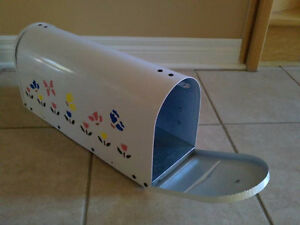 Brand new in box outdoor rural mailbox handpainted metal London Ontario image 3
