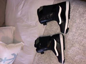 Vans snowboard boots size 5 youth