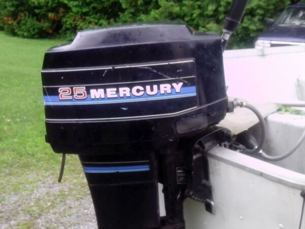Used 1983 Mercury 25 hp pull start