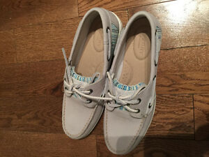 Never worn brand new sperrys! Size 7.5