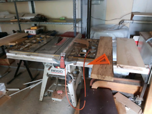 "Ridgid 10"" 15A table saw with large surface"