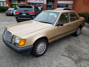 ***1988 MERCEDES-BENZ 300E LOW KMS ***