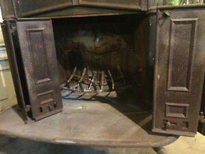Antique wood stove and split seasoned birch! **NEED GONE ASAP**