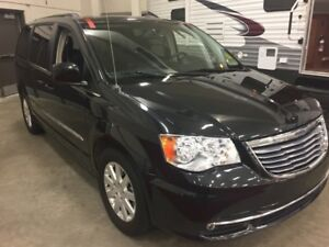 2015 Chrysler Town  Country Touring  w/ DVD, Bluetooth