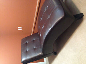 Like New Chaise Lounge Chair