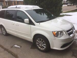 White 2013 Dodge caravan r/t