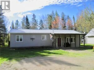 Home on 1 acre lot, large kitchen, hardwood floors!!