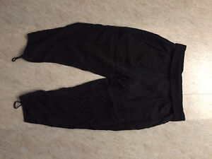 Woman's Lazy Fit Lululemon Pants - Charcoal colour - Size 4