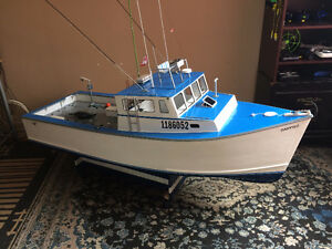 GIANT SCALE RC BOAT  COULD TRADE IT FOR LOSI 1/5 SCALE