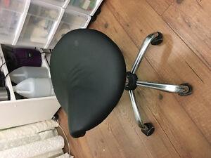 Table manucure et chaise