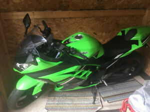 SOLD 2014 Green Kawasaki Ninja 300 SE
