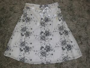 SKIRT (WHITE/BLACK) - SIZE XS - LIKE NEW - CHECK IT OUT!