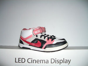 """"""" NIKE """""""" Convers"""""""" -- runners -- near new --- size 11 US lady"""