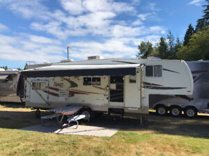 2005 Topaz 30 foot fifth wheel bunkhouse