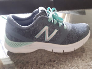 New Balance Sneakers/Runners - LIKE NEW - Women's Size 6