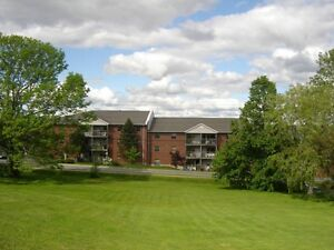3 Bedroom Apartment Heat & Hot water incl – Available August