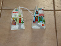 HALLMARK MUSICAL CHRISTMAS LIGHT UP HOUSES SET OF 2