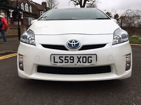 TOYOTA PRIUS HYBRID IN PEARL WHITE WITH FULL TOYOTA SERVICE HISTORY