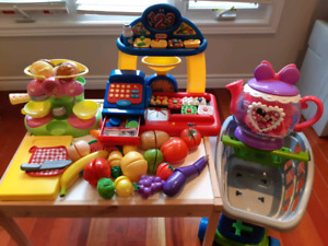 Food related toys and shopping cart