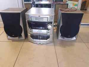 JVC stereo with speakers