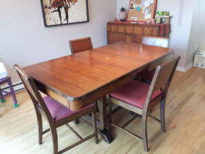 Table antique  cerisier, 4 chaises et buffet.