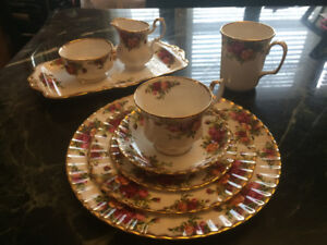 $90./5 piece place set-Old Country Roses Royal Albert - England-