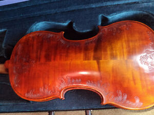 VIOLIN 4/4 FULL SIZE CARVED INLAY SOLID SPRUCE TOP ,MAPLE SIDES London Ontario image 6