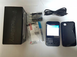 **Price Drop**Excellent Condition Blackberry Q5 with Case