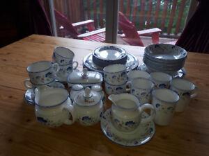 Windmere expressions Royal Doulton  set of dishes.