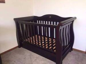 Boori Royal Cot, Changing Table, Dresser Windaroo Logan Area Preview