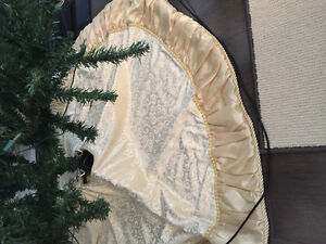 Tree skirt - cream coloured velvet and satin