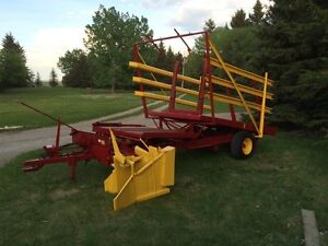 New Holland Bale Stacker- Great Condition