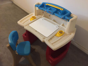 Step2 Deluxe Art Master toddler Desk