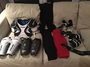 Divers equipement hockey jambieres, epaulettes, culottes...