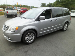 2015 Chrysler Town & Country Luxury