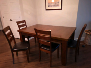 LARGE and GORGEOUS Dining table and 4 chairs