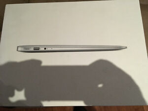 Apple MacBook Air 13 INCH  i5 1.8GHZ/4GB/128GB Flash Drive SD