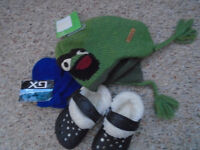 For Boy 6 – 9 months ALL 8$  – Hat new ,with tags, mittens new ,