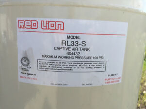 33 Gallon household water pressure tank RED LION 33RS - like new