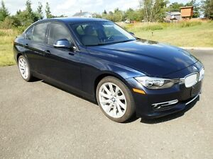2013 BMW 320i xDrive! PREMIUM PKG! LEATHER! SUNROOF! AWD