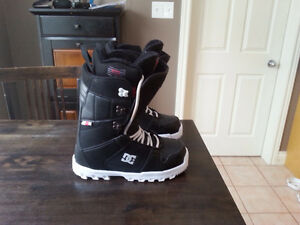 Like New DC Snowboard Boots