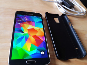Great Condition Unlocked Samsung Galaxy S5.