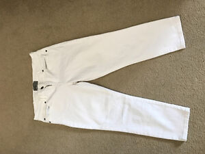 Size 29 Bench white denim capris
